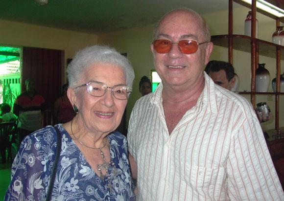 María Teresa Linares junto a Miguel Barnet. Foto: Marianela Dufflar