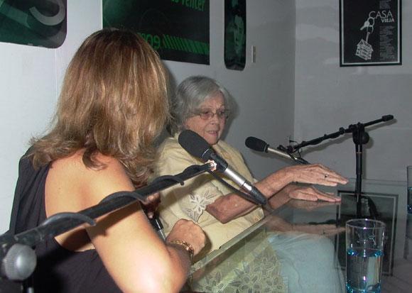 Martha Valdés en el espacio Encuentro en la Feria Arte en la Rampa. Foto: Marianela Dufflar