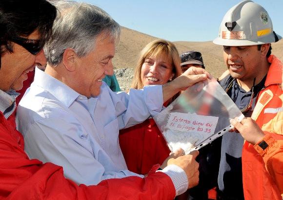 El Presidente de Chile, Sebastian Piñera desde la mina San José.