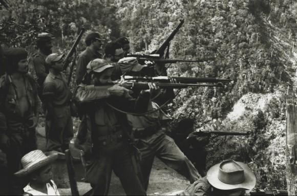Práctica de tiro en la Sierra Maestra