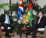 Raúl con presidente de la República de Guinea Bissau. Foto: Raúl Abreu