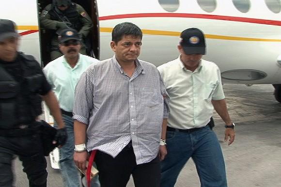 Momento en que el terrorista Chávez Abarca baja del avión en La Habana.