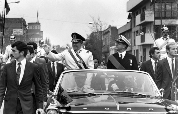 La Unidad Popular y su presidente habían muerto, se iniciaban los 17 años del régimen militar encabezados por el Comandante en Jefe del Ejército, Augusto Pinochet.