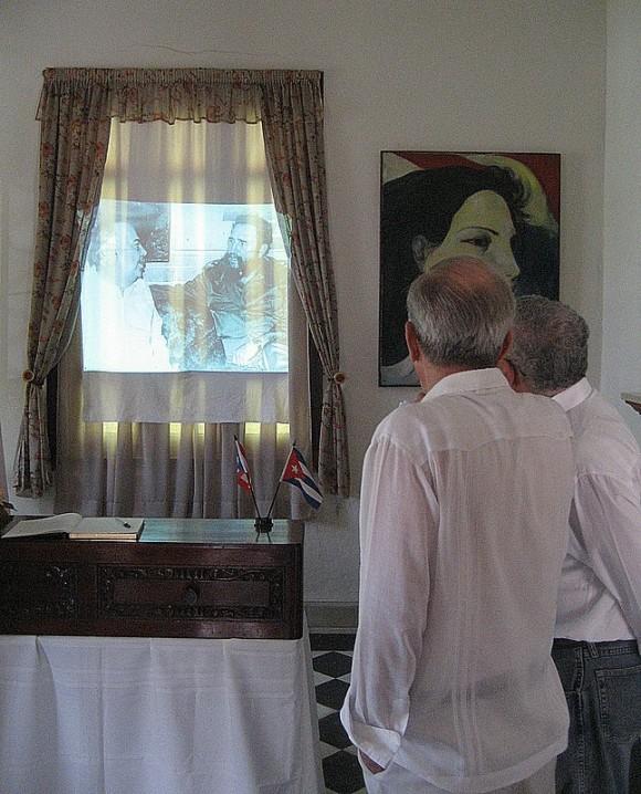 Ricardo Alarcón en la Misión de Puerto Rico en Cuba, rinde honores a Juan Mari Brás