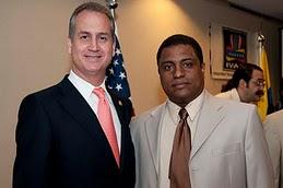 osé Antonio Colina con el congresista cubanoamericano de extrema derecha Mario Díaz-Balart.