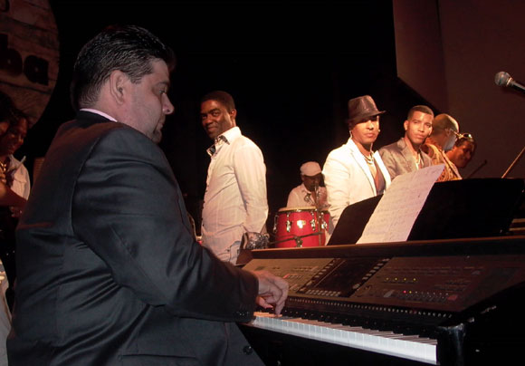José Manuel Lugo, pianista puertoriqueño integrante de la orquesta de Gilberto Santarosa, es invitado especial del disco Trabuco una vez más. Foto: Marianela Dufflar
