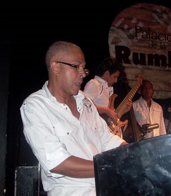 """Miguel Angel de Armas,""""Pan con Salsa"""", pianista en la presentación de los discos Beat Cubano y Trabuco una vez más. Foto: Marianela Dufflar"""