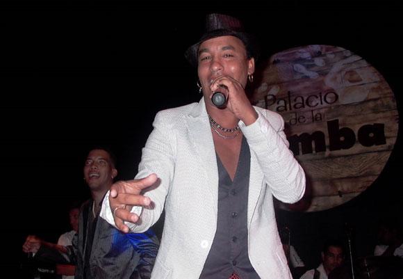 Amaray, cantante de la agrupación de Manolito Simonet y autor de varios temas de los discos presentados. Foto: Marianela Dufflar