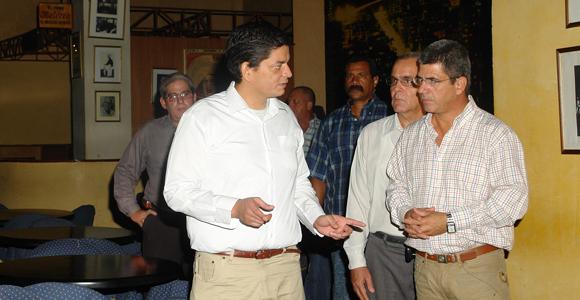 Chávez Abarca explica el recorrido que realizó dentro de la discoteca Aché.