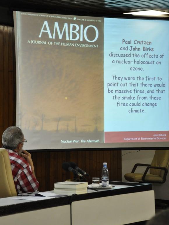 Fidel en la conferencia de Alan Robock. Foto: Estudios Revolución