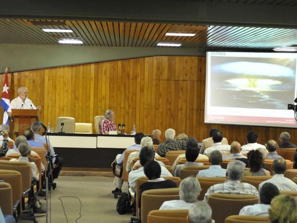 Conferencia de Alan Robock Foto: Estudios Revolución