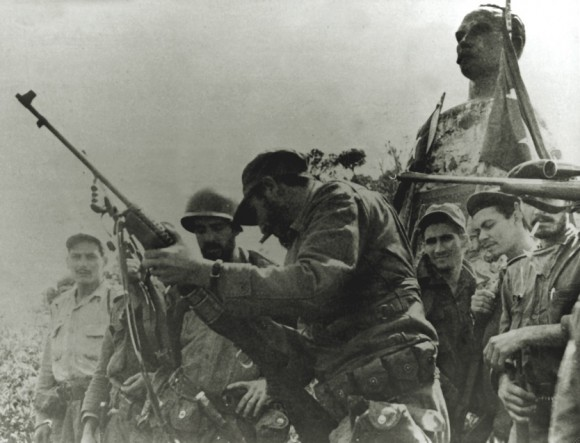 Rebeldes en la cima del pico Turquino, Sierra Maestra.