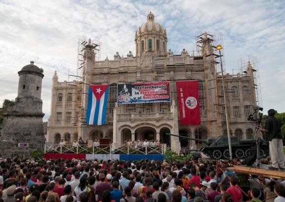 Fidel y el pueblo a 50 años de la Fundación de los CDR. Foto: Roberto Chile