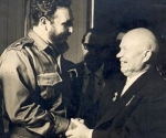 Fidel recibe la visita del primer ministro soviético, Nikita jruschov