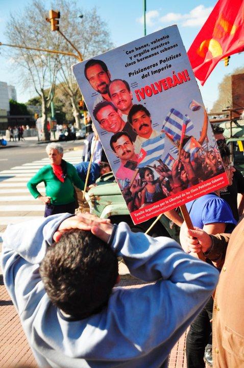 manifestacion-por-los-cinco-en-argentina
