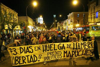 Manifestación de indígenas mapuches en Valparaiso (Chile) el miércoles. - REUTERS