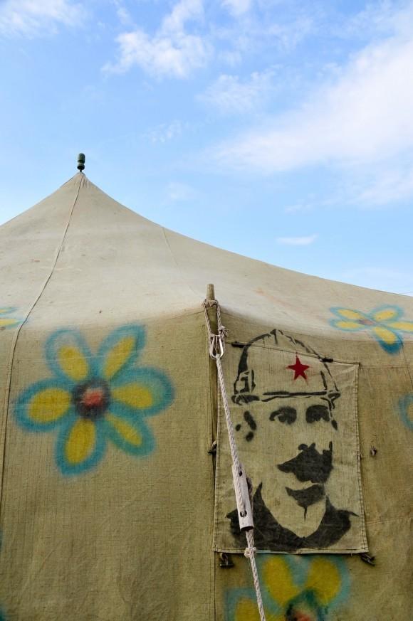 Martí constructor. Mural por la paz de la Brigada Martha Machado. Foto: Roberto Chile
