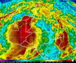 Imagen GOES infrarroja, procesada por la NOAA, Sábado, Sept 25 8:15 AM. Se Observan áreas de fuertes lluvias sobre Guatemala, El Salvador, Belice, el oeste de Honduras y el nordeste de Nicaragua. Estas lluvias fuertes e intensas provocan terribles inundaciones y deslaves o desprendimientos de tierra,con peligro para la vida en Centroamérica, en especial en áreas montañosas, pre- montañosas y cerca de los ríos .