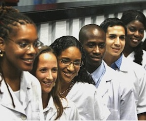 Realizan consulta popular médicos graduados en Cuba
