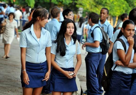 Estudiantes de preuniversitario comienzan sus clases. Foto: AFP