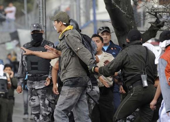 ECUADOR-UPRISING-POLICE-PROTEST-CORREA-POLICIA-PROTESTA