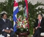 Bingu wa Mutharika, Presidente de la República de Malawi y Raúl Castro Ruz, Presidente de la República de Cuba. Autor: Geovani Fernández