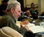 """Fidel presenta """"La contraofensiva estratégica"""". Foto: Roberto Chile"""