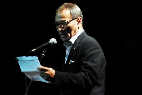 El Embajador de Chile en La Habana lee un mensaje. Foto: Iván Soca