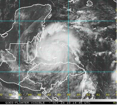 """Imagen visible del huracán """"Richard"""" esta mañana. El centro del huracán impactará directamente a Belice desde la noche de hoy domingo al lunes."""
