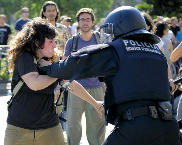 Una manifestante en Barcelona.