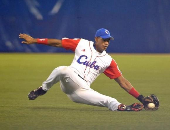 Enfrentamiento entre República dominicana y Cuba en la segunda fase del Premundial de béisbol Puerto Rico 2010, en el estadio Hiram Bithorn de la ciudad de San Juan, el 9 de octubre de 2010. AIN FOTO/Roberto MOREJON RODRIGUEZ/