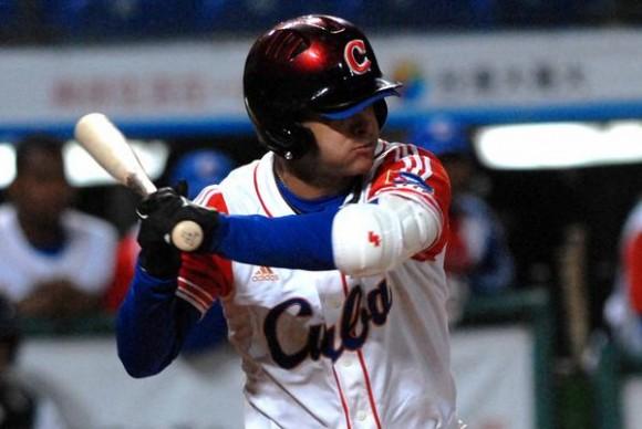 Yorvis Borroto,en el encuentro en que Cuba derrotara a Holanda 4 carreras por 1 y se convirtiera en el campeon de la XVII Cpoa Intercontinental de Beisbol 2010  , en Taichung, Taipei de China, el 31 de octubre de 2010. FOTO AIN /Marcelino VAZQUEZ HERNANDEZ