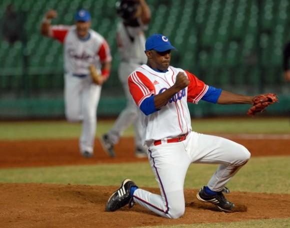 Jonder Martinez,en el encuentro en que Cuba derrotara a Holanda 4 carreras por 1 y se convirtiera en el campeon de la XVII Cpoa Intercontinental de Beisbol 2010  , en Taichung, Taipei de China, el 31 de octubre de 2010. FOTO AIN /Marcelino VAZQUEZ HERNANDEZ