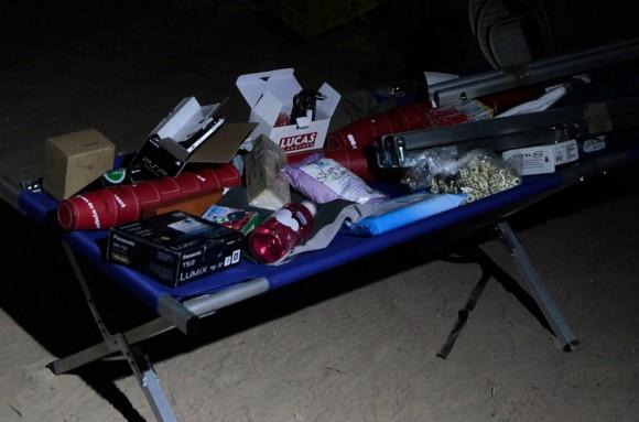 Una cama plegable y suministros, incluyendo ropa, artículos de tocador y juegos, que se enviarán a los mineros atrapados, el 28 de agosto de 2010. (REUTERS / Ivan Alvarado)