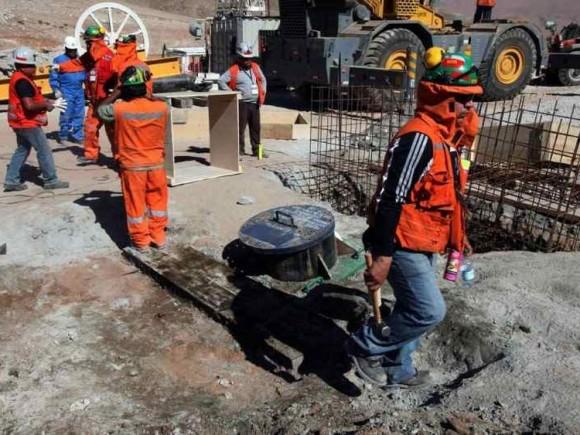 CHILE. Últimos momentos antes del inicio del rescate de los 33 mineros atrapados desde el 5 de agosto. (EFE)