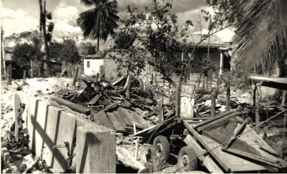 Destrucción después del bombardeo a Maffo, diciembre de 1958.