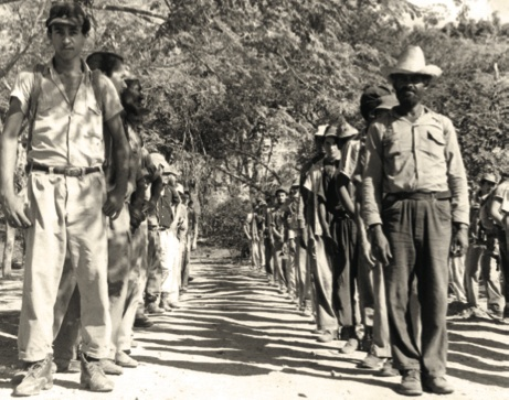 Reclutas de la escuela de Minas de Frío en el poblado de Charco Redondo, diciembre de 1958.