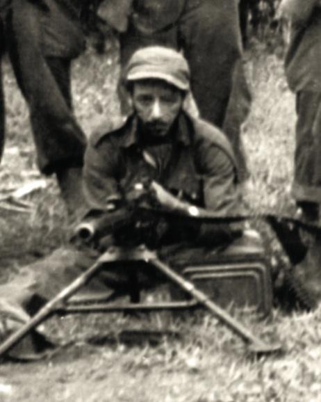 Braulio Curuneaux con su inseparable ametralladora calibre 50.