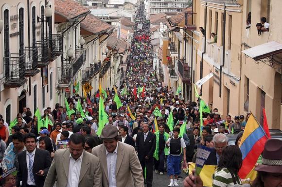 El pueblo se dirige al Palacio de Gobierno. Foto: Prensa de la Presidencia de la República de Ecuador. Foto Cubadebate