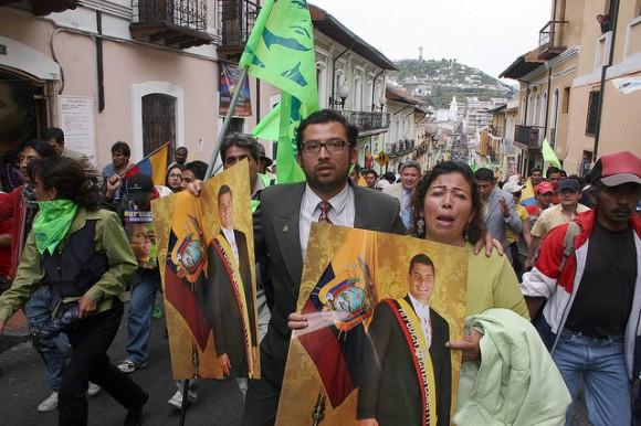 El pueblo va al Palacio del Gobierno. Foto Cubadebate