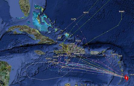 Mapa con modelos de trayectoria con base a los datos del 30 de octubre de 2010 a las 8 AM, hora local de verano en Cuba). Obsérvense las trayectorias cuyo consenso cruza Haití y la República Dominicana de jueves a inicios del viernes.
