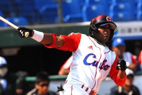 Giorvis Duvergel, en el encuentro que Cuba le ganara a Japon, 4 carreras por 1, en la XVII Copa Intercontinental de Béisbol, en el estadio Intercontinental de Taichung, en Taipei de China, el 29 de octubre de 2010. FOTO AIN /Marcelino VAZQUEZ HERNANDEZ/