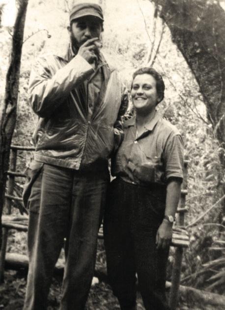 Fidel y Pastorita Núñez en la Comandancia de La Plata, octubre de 1958.