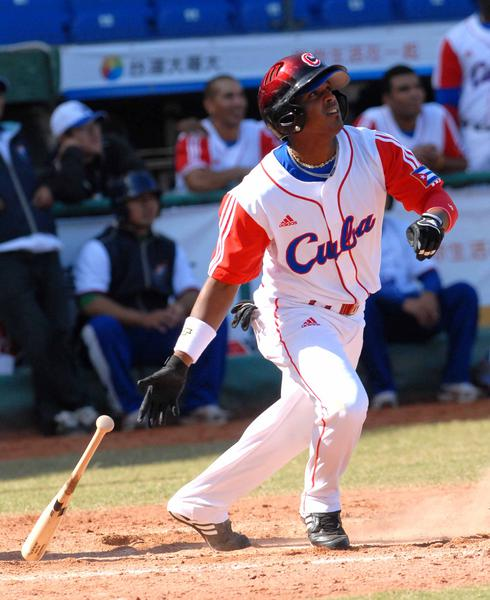 Giorvis Duvergel, en el encuentro donde Cuba noquea a Hong Kong , en la XVII Copa Intercontinental de Béisbol, en el estadio Intercontinental en Taichung, Taipei de China, el 27 de octubre de 2010. AIN FOTO/Marcelino VAZQUEZ HERNANDEZ