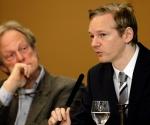 El fundador de Wikileaks, Julian Assange, ofrece una rueda de prensa al sur de Londres (Reino Unido) hoy, sábado, 23 de octubre de 2010. Foto: EFE/Felipe Trueba