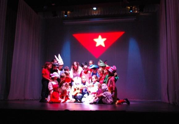 Ensayo de obra de La Colmenita dedicada a los Cinco Héroes: Bandera Foto: Dianik Flores