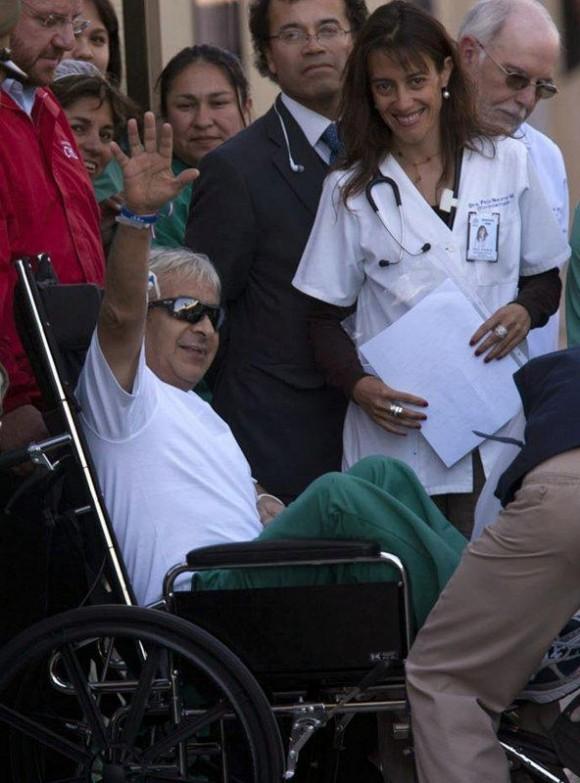 El minero rescatado Óscar Reygadas llega al hospital regional de Copiapó (Chile).
