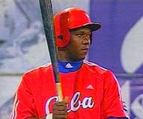 """Omar """"El niño"""" Linares, ex jugador del equipo nacional de béisbol de Cuba"""