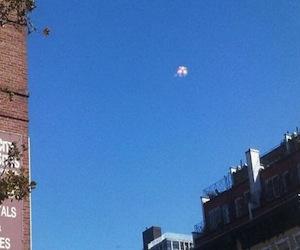 """Supuesto """"ovni"""" flotando sobre el cielo de NY era una campaña publicitaria"""