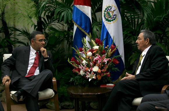 Raúl Castro, Presidente de Cuba y Mauricio Funes, presidente de El Salvador, en conversaciones oficiales
